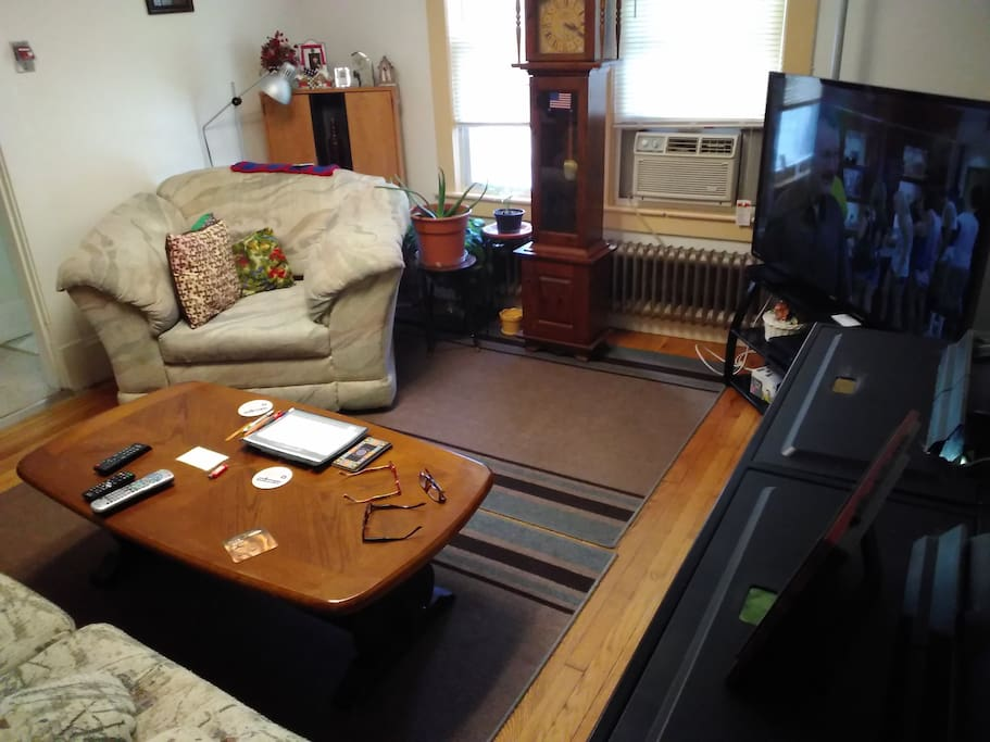 Very comfortable living room with WiFi and cable Netflix