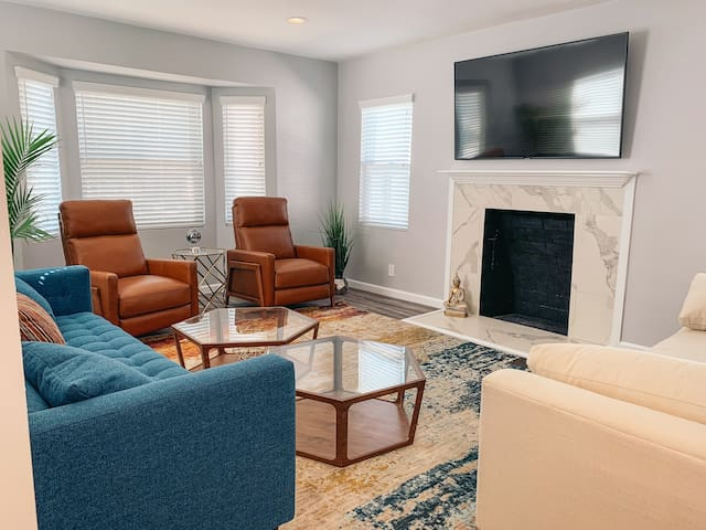 SK Living   Home w/Pool   Near LAX and The Forum