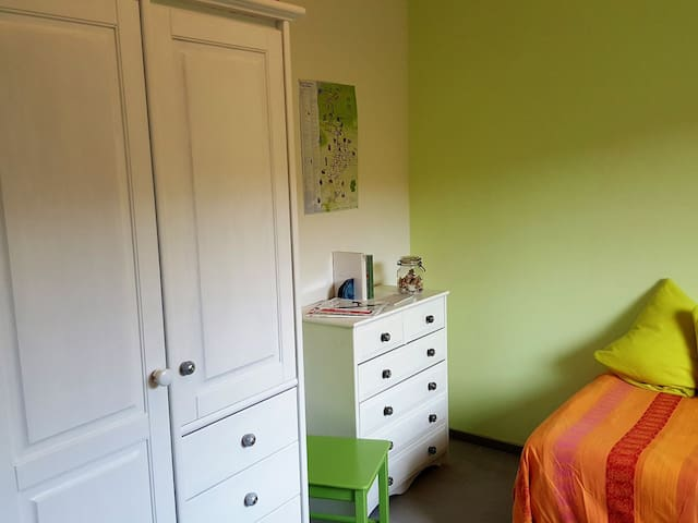 Single room with own bathroom near Kassel