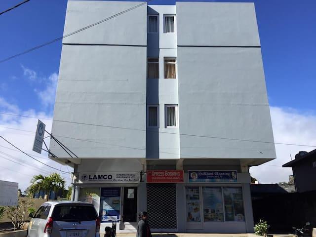 The Building/L'immeuble