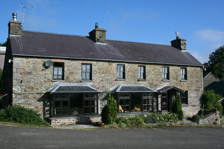 Brenni Farmhouse - Rhydlewis - Bed & Breakfast