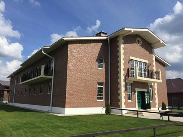 Конно-спортивный комплекс с гостиницей и домиками