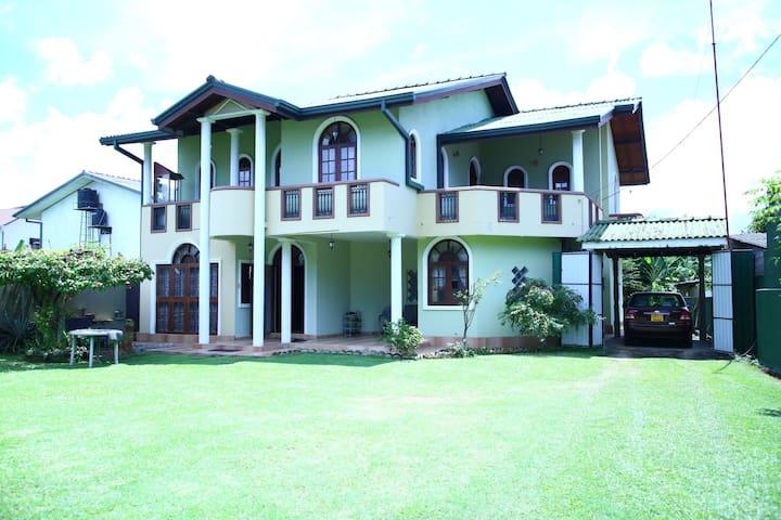 Yuli Nandas Villa - Wattala