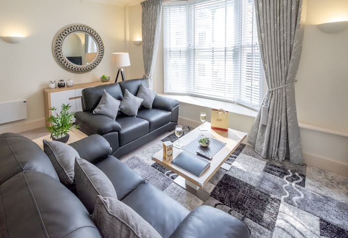 Luxury Two-bedroom Apartment Near York Minster 💒