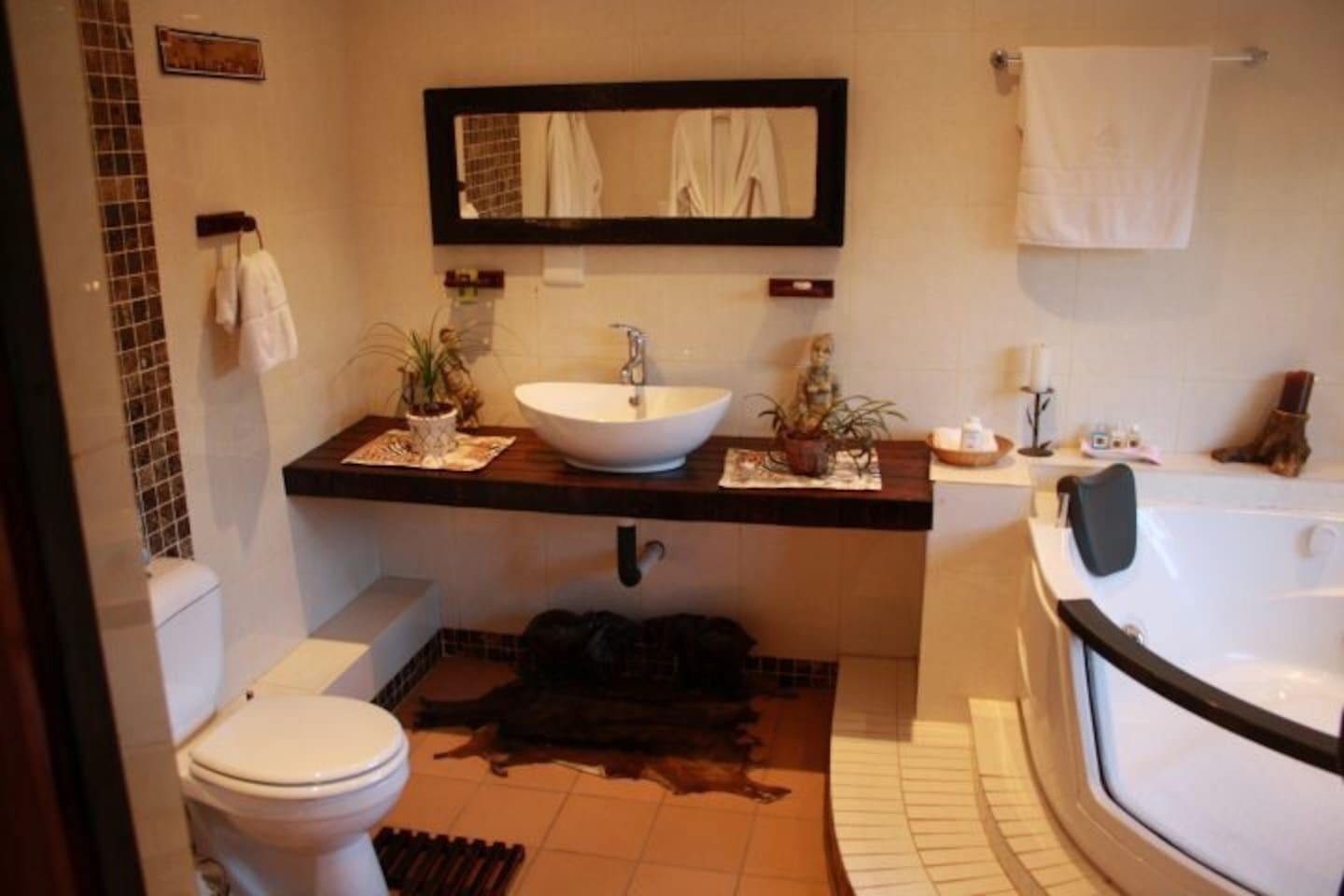 Luxury suite -R999 for two with break fast