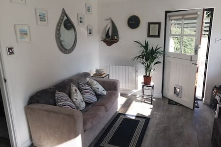 The Knobbly Nook, cosy and relaxing tiny house