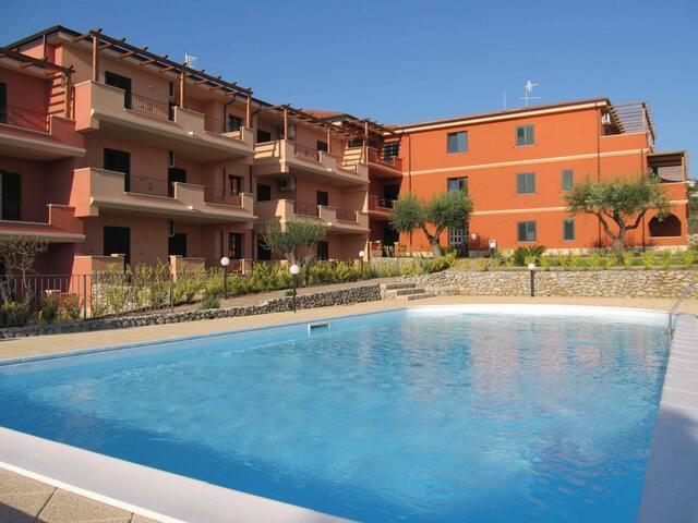 Splendido Tris: appartamento, parcheggio, piscina! - Ricadi - Huoneisto
