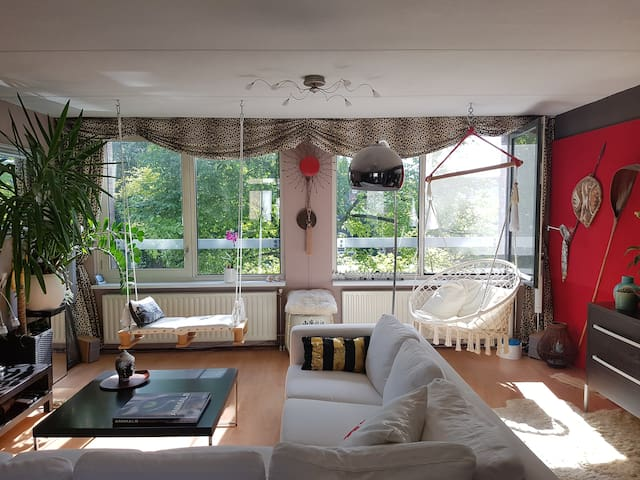 Central CANALSIDE DESIGNER B&B - House of Swings
