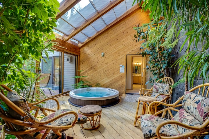 Family-friendly house w/ indoor hot tub, Ping-Pong table – includes SHARC passes