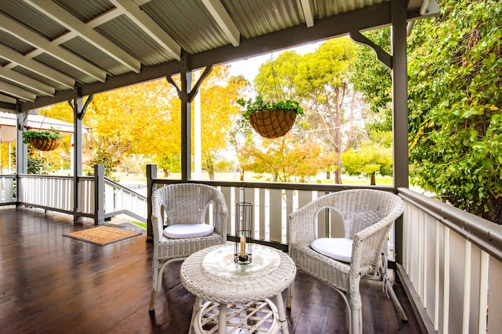 Doulton Cottage: your private, pet-friendly home