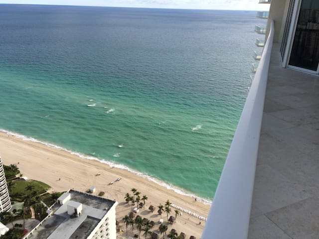 Fantastic View on the Ocean and Miami from 2BD/2Ba - Sunny Isles Beach - Apartment