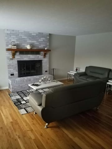 Private room close to downtown - Midvale - House
