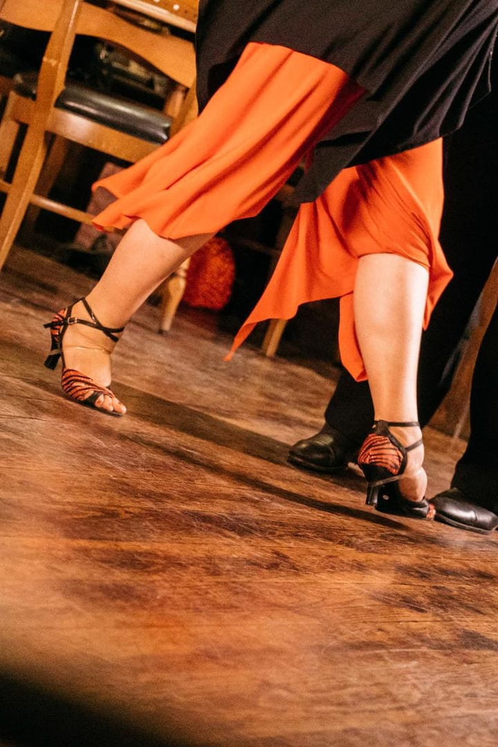 Dance the authentic tango.