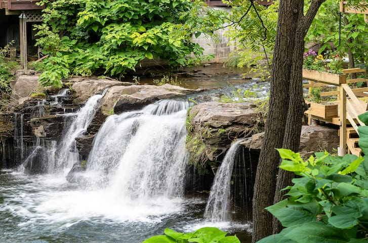 A Woodstock Waterfall Hideaway~NEW!