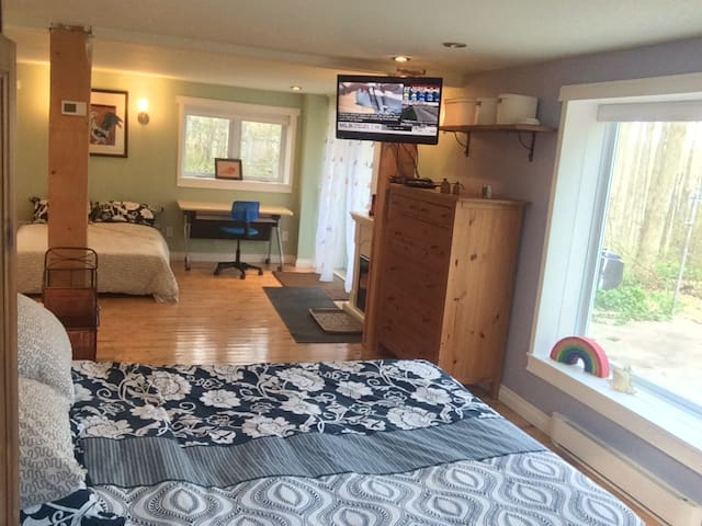 Escarpment Retreat, Sleeps 6! - Campbellville