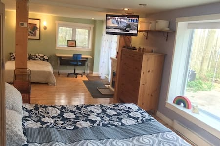 Escarpment Retreat, Sleeps 6! - Campbellville - Bungalow