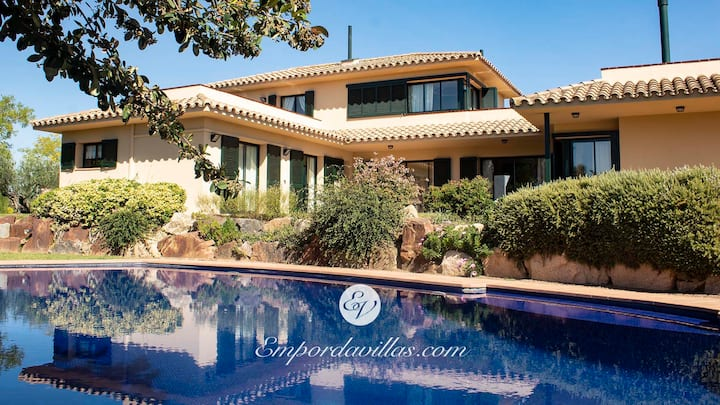 Exceptional Villa with private pool in Torremirona