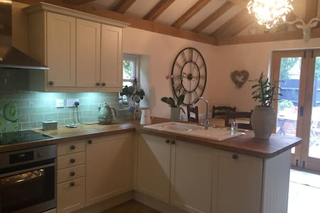 Double room. Luxury country cottage. Near Stansted - Manuden - Ház
