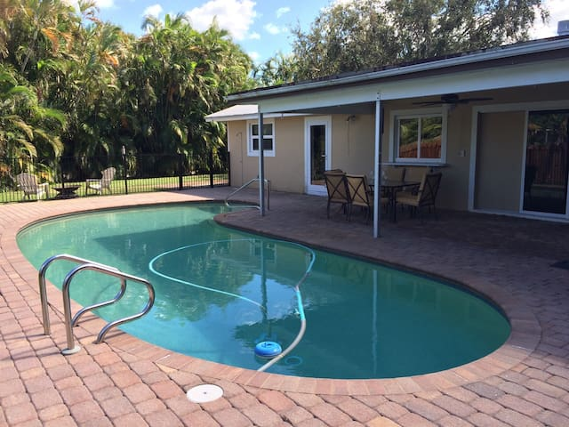 Jupiter 4 Bedroom Vacation Rental with Pool! - Jupiter - Casa