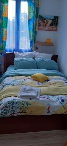 Petite chambre douillette
