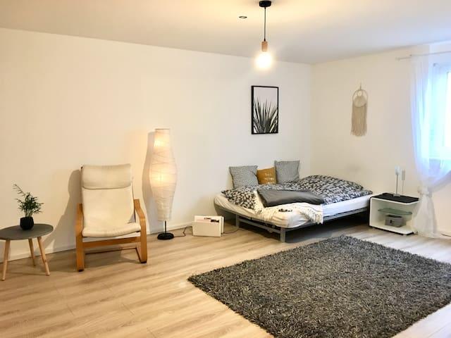 Großes, helles Zimmer in Stadtvilla bei Karlsruhe