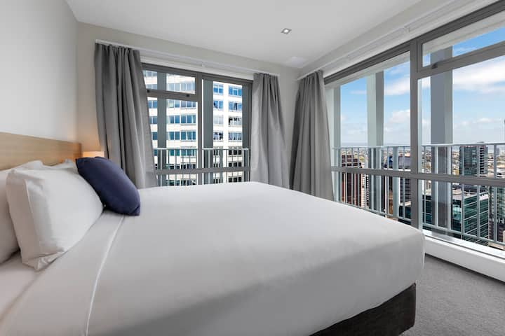 Entire Two Bed Apartment with stunning city view