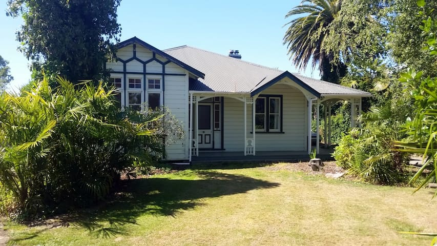 Big Room in Charming Motueka Villa! - Motueka - Bed & Breakfast