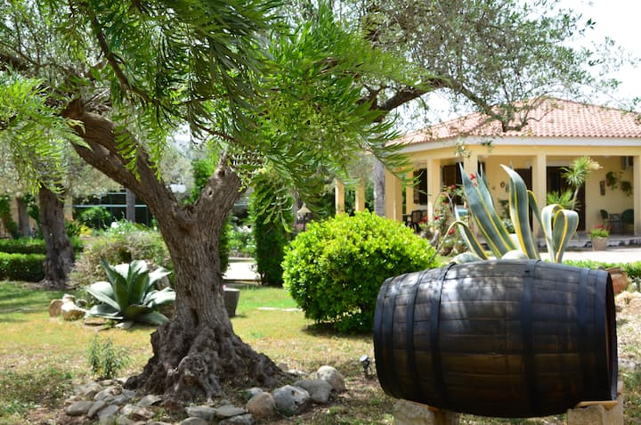 Cascina Relais - Exlusive Pool Villa & Landscape