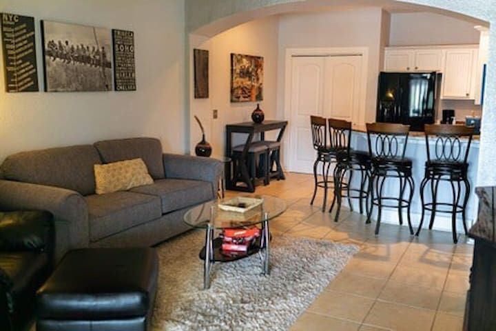 Cozy Spot-4 miles to beach-Golf-Bar-Amenities