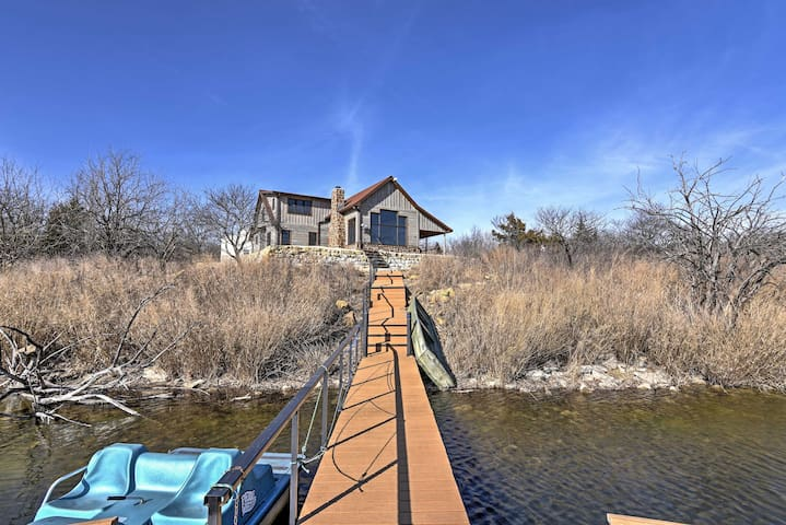 Lakefront 4BR Cedar Vale Lodge w/Private Dock! - Cedar Vale - Kisház