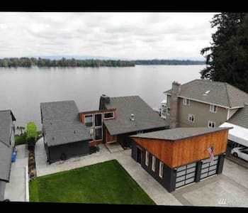 Modern Lake House w/Private Dock & Boat Launch