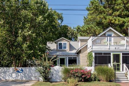 6 Bdrm Lux Cottage-2.5 bk to Beach and Boardwalk