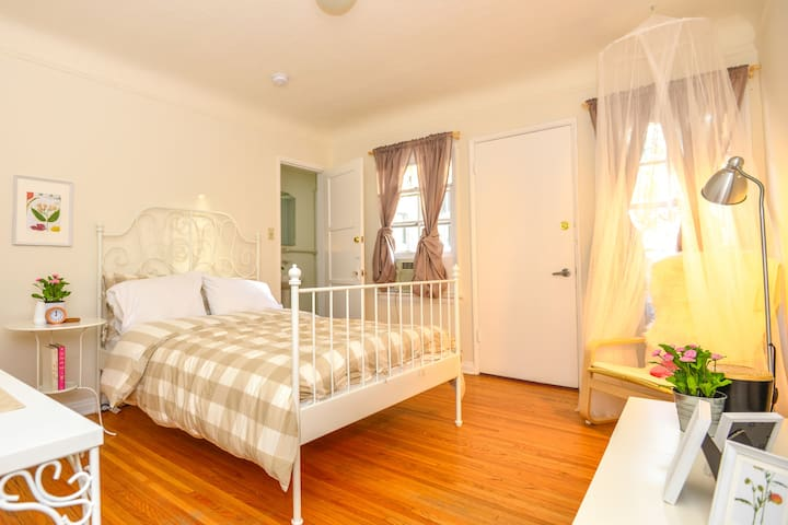V4- Charming Private Room+Bath by West Hollywood