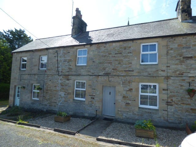 Stylish & Cosy Cottage,  Nr Hadrain's Wall