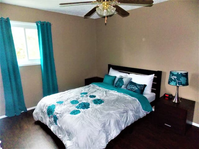 Renovated Retreat Minutes from Highway