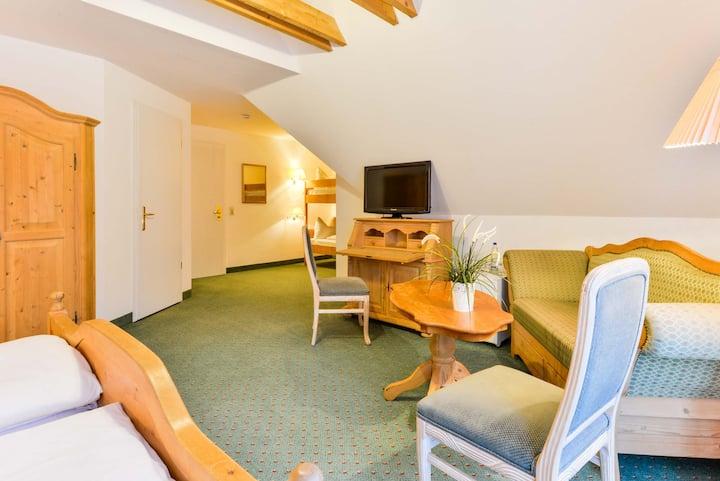 Flair Hotel Vier Jahreszeiten, (Bad Urach), Familienzimmer