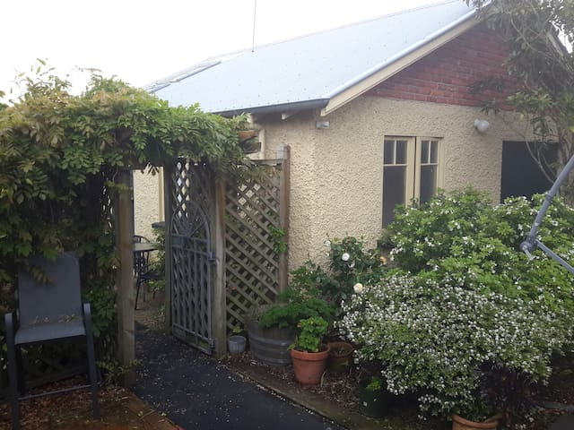 Private & Affordable Self-Contained Studio - Palmerston North