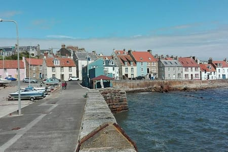 Beautiful traditional fishermans house by the sea. - Saint Monans - Bed & Breakfast