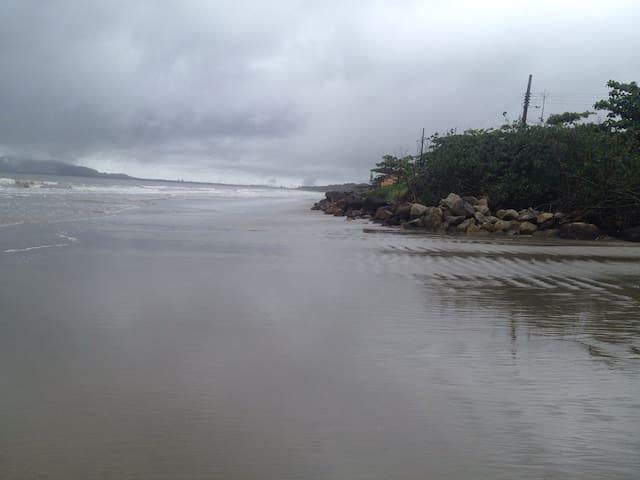 Casa na Praia / Lindo Apartamento Perto do Mar - Itapoá - Apartment