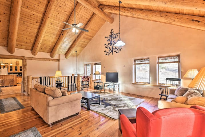 NEW! 2BR Eagle Nest Home w/Hot Tub - 5 Min to Lake