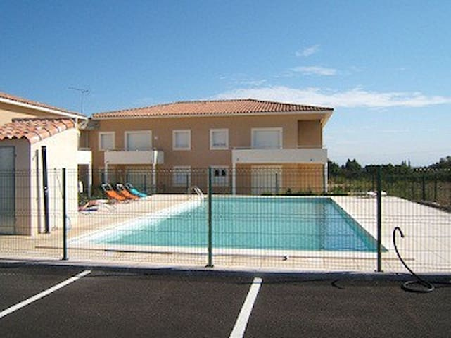 agreable appartement neuf tout confort - Peret - Kondominium