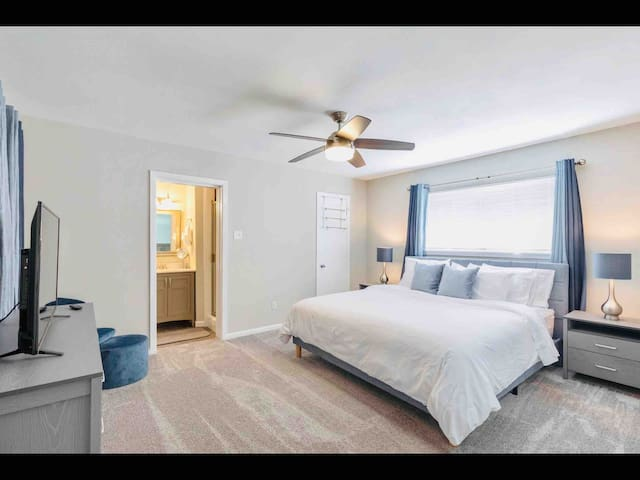 Enormous unit with king bed near NRG & MED center
