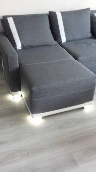 Pieds de canapé à éclairage LED offrant une lumière tamisée