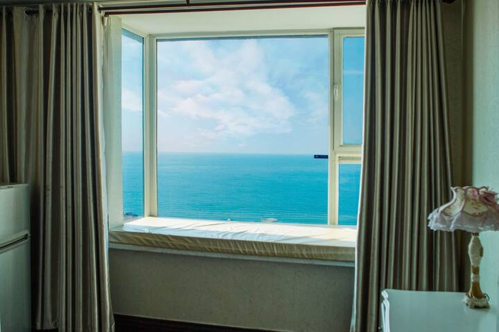 国际海水浴场帝景湾21层,观海赏潮超级海景。楼下林海公园,3分钟穿过到海边,近小石岛,购物就餐便利