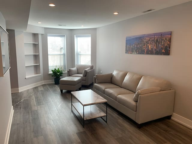 Newly renovated 2BR, across from parks