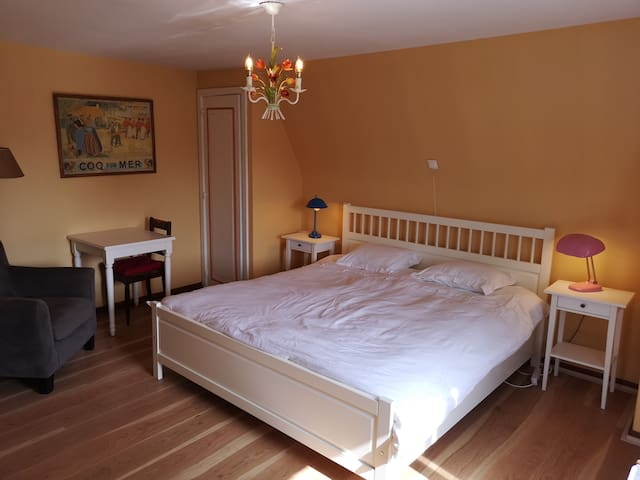 Bedroom 4 with king size bed ( 2nd floor )