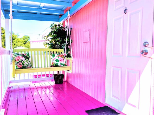 Florida Cottage - 1 Bedroom / 1 Bath  (sleeps 2)