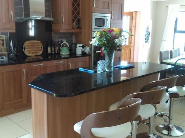 Big country house only 20 minutes from Galway - Caherlistrane - Huis