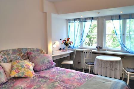 Gemütliches Zimmer + Luxusbad -SHESAWA Heilzentrum - Kleinmachnow