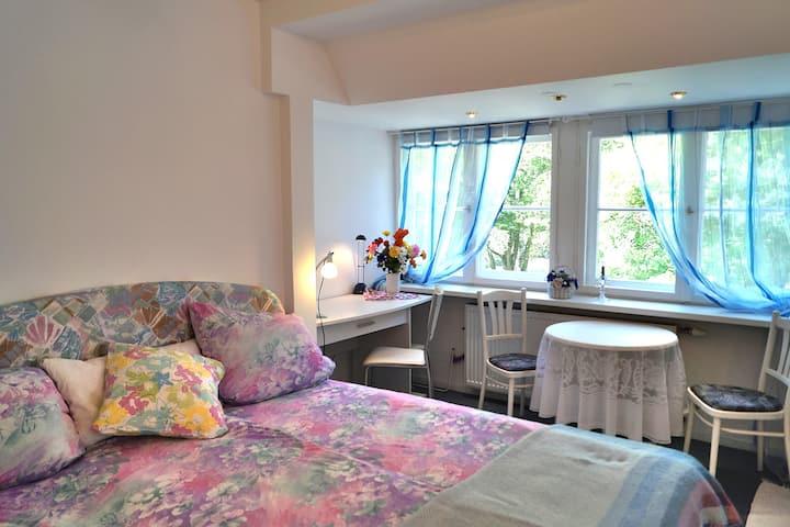 Gemütliches Zimmer + Luxusbad -SHESAWA Heilzentrum
